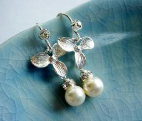 Anika Silver Brushed Flower and Pearl Earrings