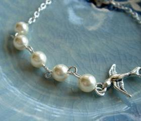 Hannah Birdie and Pearl Bridesmaid Wedding Bracelet
