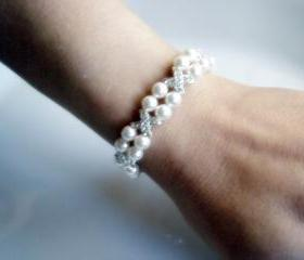 Hugs and Kisses Pearl Bridal Bracelet